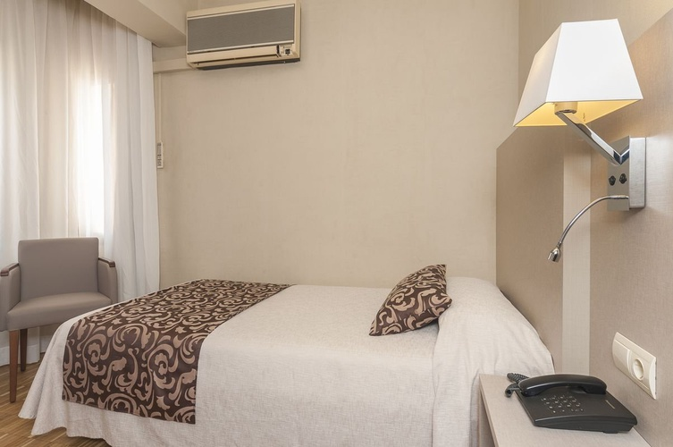 Single deluxe room lauria hotel tarragona