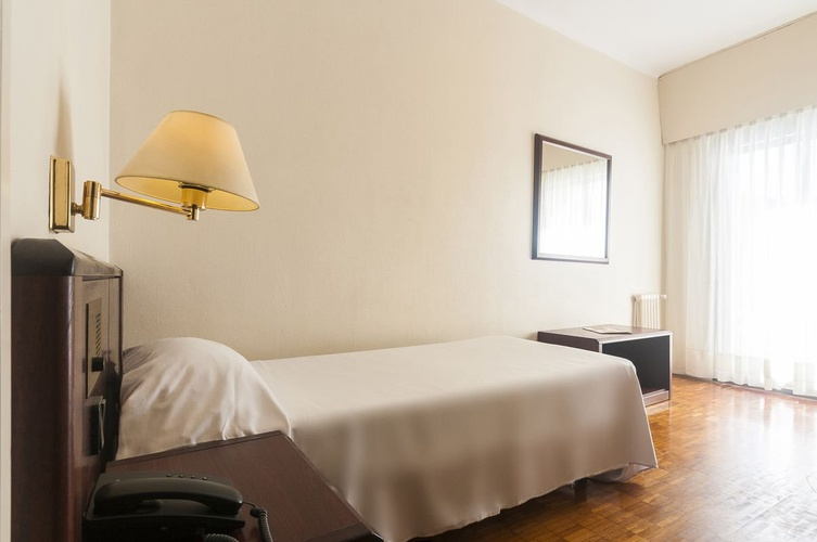 Single standard room lauria hotel tarragona